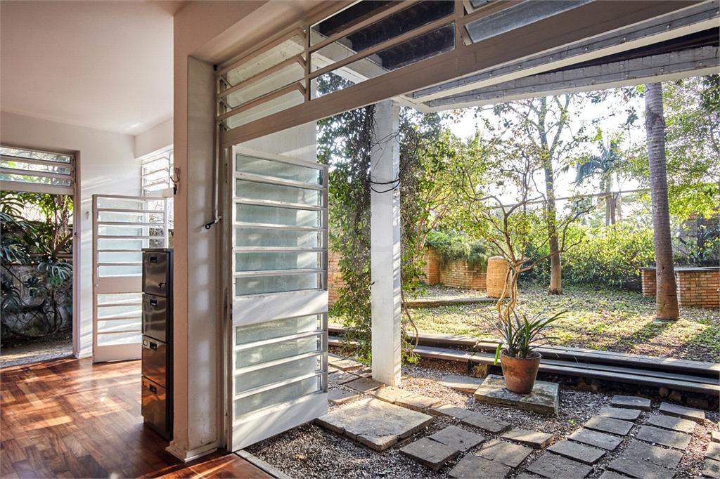 Venda Casa São Paulo Pacaembu REO560627 31