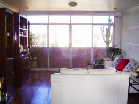 Apartamento amplo, sala p 3 ambientes com sacada, 4 dormitórios, sendo 1 suíte repleto de armários, copa e cozinha, 2 vagas